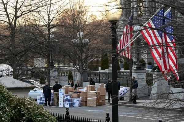 Ngày chuyển nhà khác biệt của hai tổng thống Mỹ-1