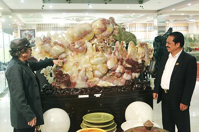 Bức tranh Sơn thủy hữu tình bằng ngọc tuyệt đẹp, giá gần 2 tỷ của đại gia Thái Nguyên-1
