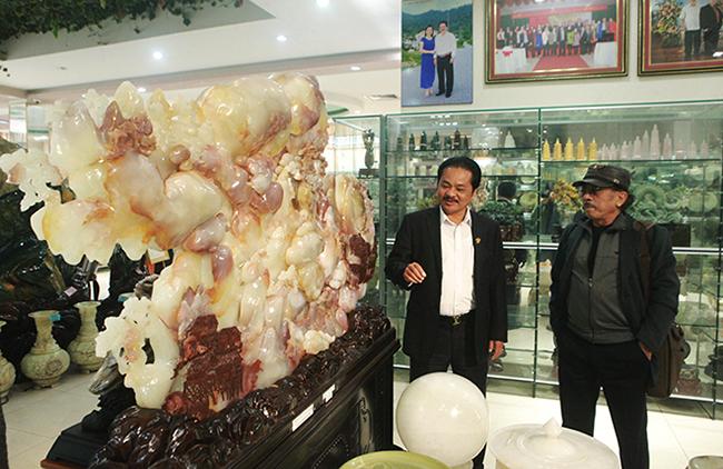 Bức tranh Sơn thủy hữu tình bằng ngọc tuyệt đẹp, giá gần 2 tỷ của đại gia Thái Nguyên-2