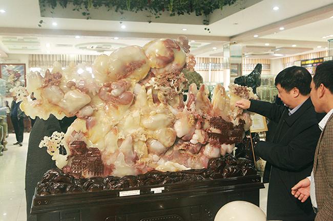 Bức tranh Sơn thủy hữu tình bằng ngọc tuyệt đẹp, giá gần 2 tỷ của đại gia Thái Nguyên-4