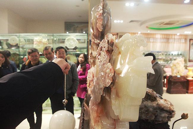 Bức tranh Sơn thủy hữu tình bằng ngọc tuyệt đẹp, giá gần 2 tỷ của đại gia Thái Nguyên-5