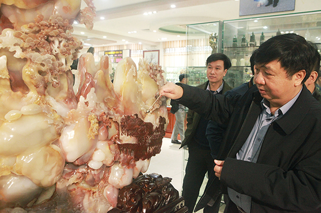 Bức tranh Sơn thủy hữu tình bằng ngọc tuyệt đẹp, giá gần 2 tỷ của đại gia Thái Nguyên-6