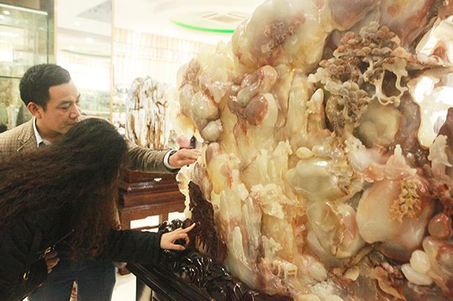Bức tranh Sơn thủy hữu tình bằng ngọc tuyệt đẹp, giá gần 2 tỷ của đại gia Thái Nguyên-9