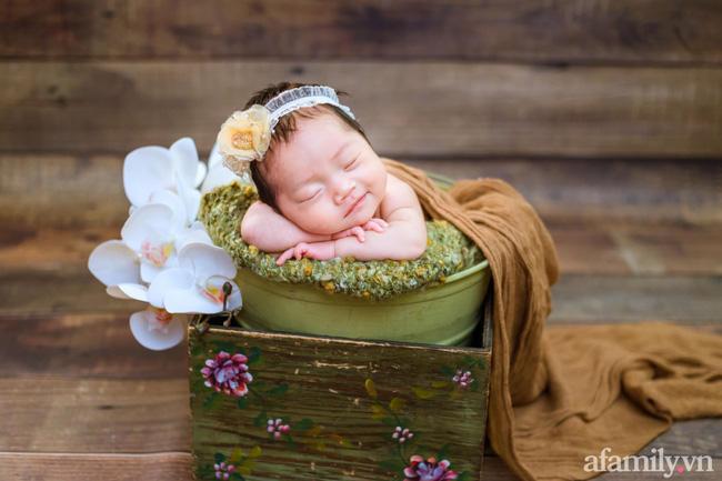 Bé gái 6 tháng tuổi mặt như tấu hài, còn khiến mẹ muốn trầm cảm luôn khi bắt chước biểu cảm quạo y chang bố-9
