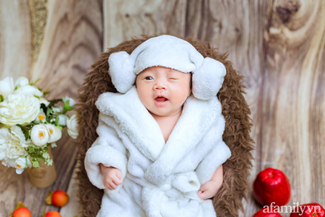 Bé gái 6 tháng tuổi mặt như tấu hài, còn khiến mẹ muốn trầm cảm luôn khi bắt chước biểu cảm quạo y chang bố-10