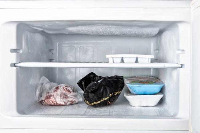 Tủ lạnh bị đóng tuyết ngăn đá, nguyên nhân có thể bắt nguồn từ những thói quen của người dùng, hãy tự khắc phục thay vì phải gọi thợ sửa chữa-2