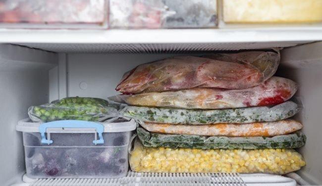Tủ lạnh bị đóng tuyết ngăn đá, nguyên nhân có thể bắt nguồn từ những thói quen của người dùng, hãy tự khắc phục thay vì phải gọi thợ sửa chữa-3