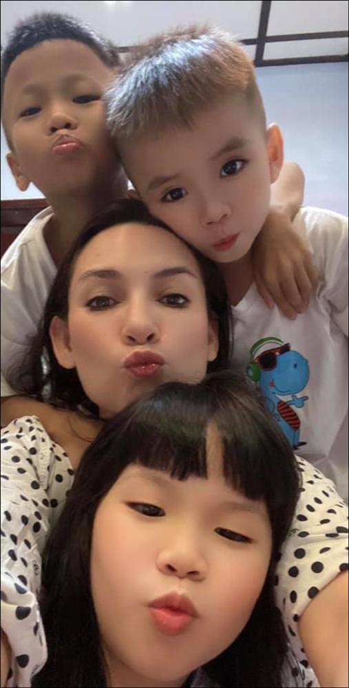 Ca sỹ Phi Nhung tiết lộkhuyết điểmmình là ngườimẹ nóng giận, thiếu kiểm soát, hay to tiếng với con gái ruột-6