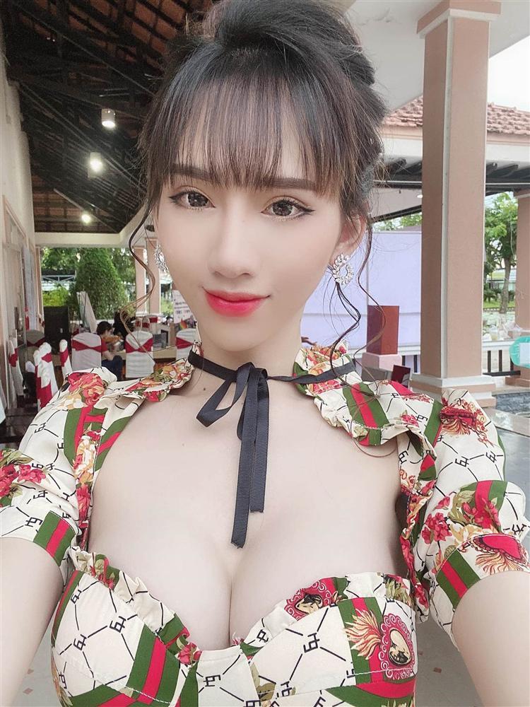 Thân hình nóng bỏng nghẹt thở của Minh Anh - vợ truyện ngôn tình hoán đổi giới tính gây sốt-3