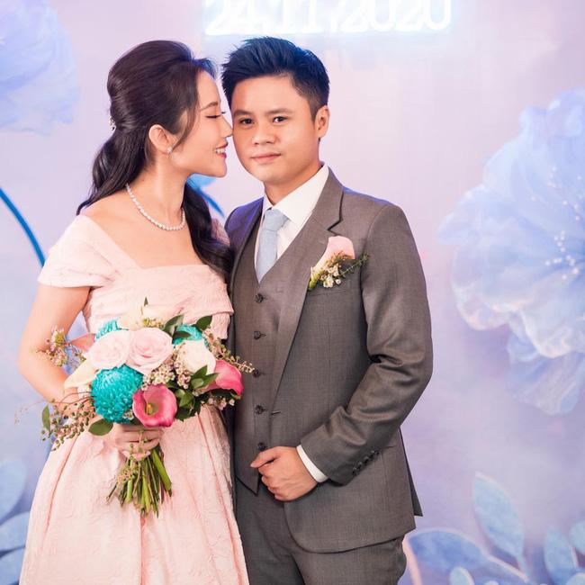 Đại gia Phan Thành lên mạng nhắc khéo khách mời nhớ ngày hôn lễ diễn ra, ai ngờ đâu bị bạn bè chê được vỗ béo nên mặt hơi căng-3