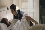 Đêm tân hôn anh trai la hét 'Gọi cấp cứu', cả nhà ập vào thì sững người nhìn chị dâu quằn quại trên giường