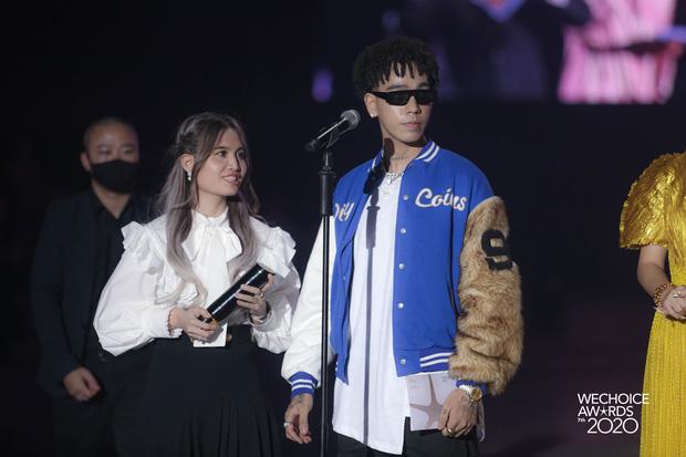 Dàn hot couple sánh vai tại Gala WeChoice Awards: Linh Rin - Phillip Nguyễn trông như vợ chồng son, Wean - Naomi bao ngầu-8