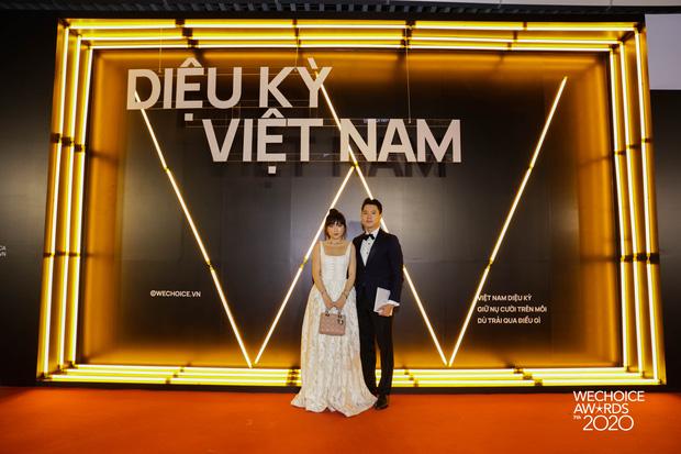 Dàn hot couple sánh vai tại Gala WeChoice Awards: Linh Rin - Phillip Nguyễn trông như vợ chồng son, Wean - Naomi bao ngầu-11