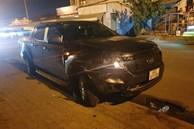 Xe bán tải do người đàn ông nước ngoài cầm lái húc văng 3 xe máy trong đêm, 4 người bị thương