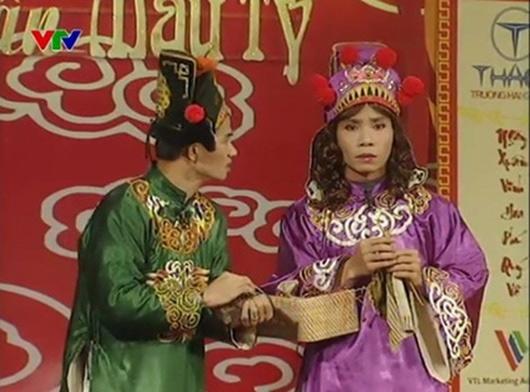Điểm lại trang phục 7 sắc cầu vồng nhìn hoa mắt của cô Đẩu điệu nhất Táo Quân suốt 16 năm qua-5