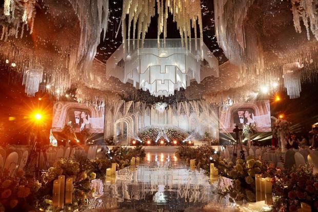 """Xôn xao đám cưới khủng"""" tại lâu đài dát vàng ở Ninh Bình: Thực đơn gồm súp tổ yến, gan ngỗng Pháp, cua Hoàng đế Alaska; mời cả ca sĩ Cẩm Ly và Quốc Đại trình diễn-2"""