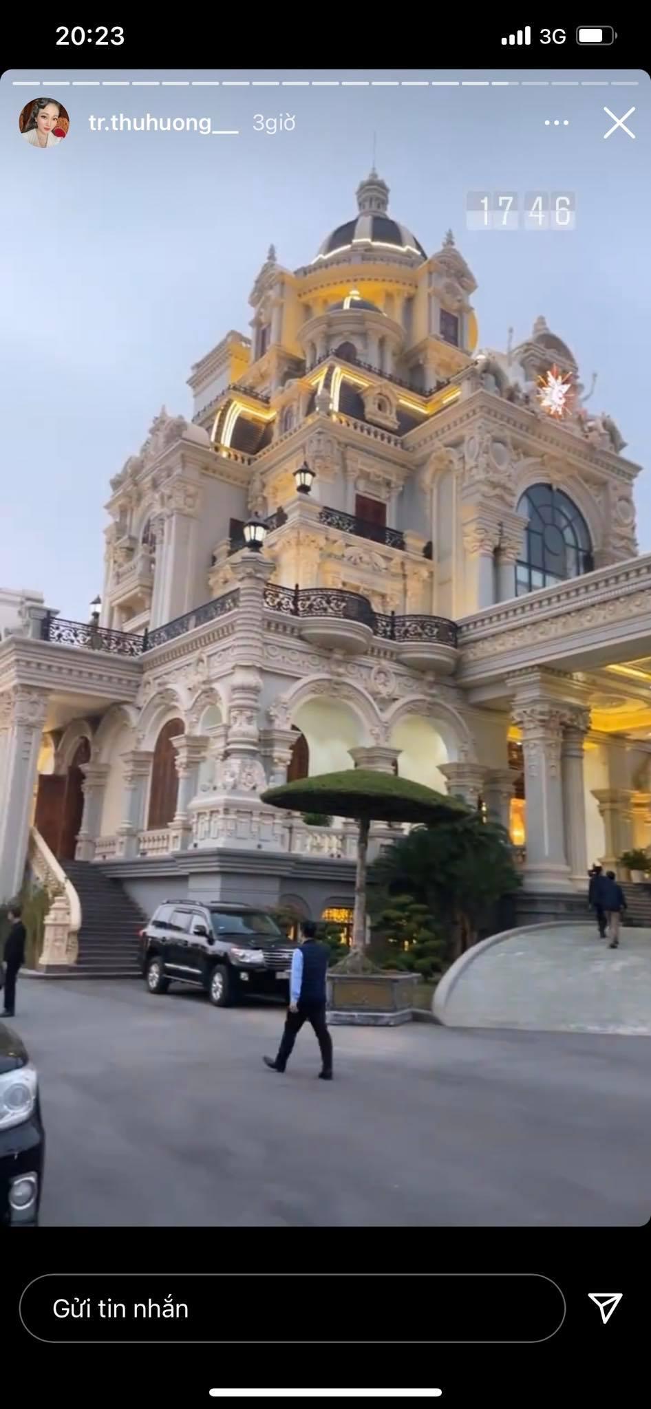"""Cô dâu đeo 200 cây vàng"""" bất ngờ chiếm trọn spotlight trên mạng xã hội khi tổ chức tiệc sinh nhật hoành tráng tại lâu đài xịn bậc nhất Nam Định-3"""