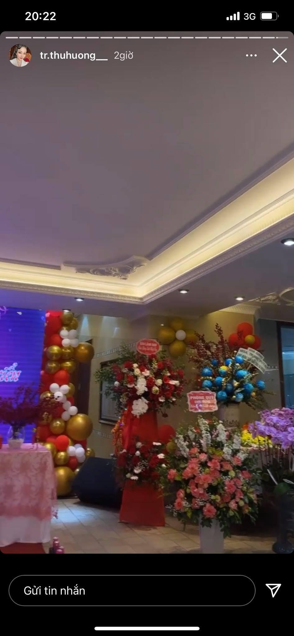 """Cô dâu đeo 200 cây vàng"""" bất ngờ chiếm trọn spotlight trên mạng xã hội khi tổ chức tiệc sinh nhật hoành tráng tại lâu đài xịn bậc nhất Nam Định-5"""