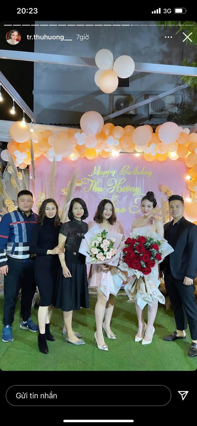 """Cô dâu đeo 200 cây vàng"""" bất ngờ chiếm trọn spotlight trên mạng xã hội khi tổ chức tiệc sinh nhật hoành tráng tại lâu đài xịn bậc nhất Nam Định-1"""