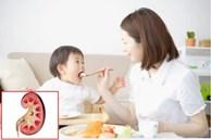 Bé 17 tháng bị sỏi thận: Bác sĩ 'vạch mặt' hai thói quen cho trẻ ăn uống tưởng đúng mà sai của các mẹ