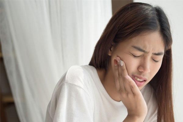 Mẹo giúp bạn giảm đau khi mọc răng khôn hiệu quả-1