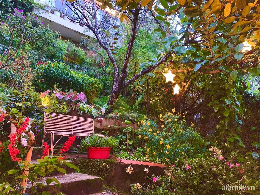 Ngôi nhà nhỏ yên bình sở hữu khu vườn đẹp như xứ sở thần tiên giữa lưng chừng đồi ở Đà Lạt-9