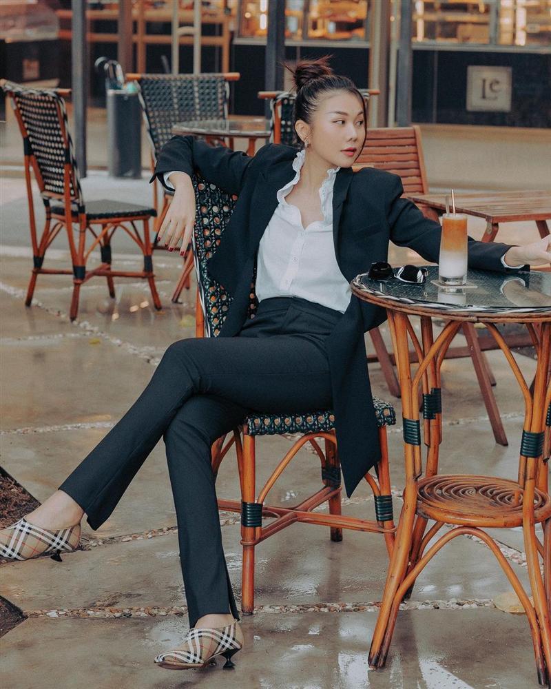 5 kiểu blazer chân ái của sao Vbiz 30+: Chị em mà diện thì chỉ trẻ trung, xịn đẹp trở lên-9