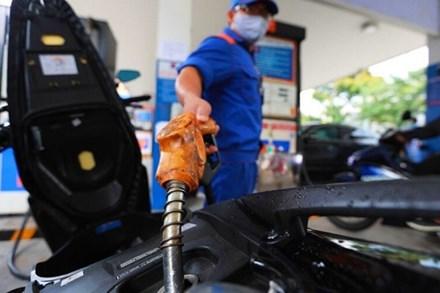 Mạnh tay chị Quỹ bình ổn, giá xăng vẫn tăng lần thứ 5 liên tiếp