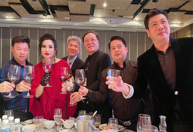 Hồng Nhung công khai sánh đôi bên bạn trai ngoại quốc, bạn trai bác sĩ có mặt trong đám cưới con gái Thanh Lam-4