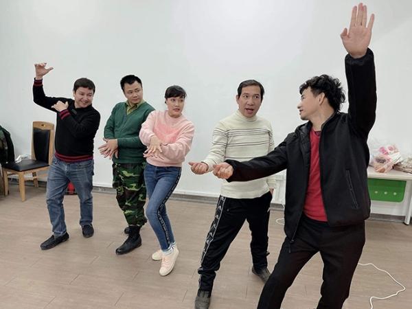 Hình ảnh Tự Long, Quốc Khánh trước giờ ghi hình chính thức Táo Quân 2021-6