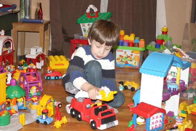 Đừng mua quá nhiều hay ngẫu nhiên, 6 món đồ chơi cơ bản này đã đủ cho tuổi thơ hạnh phúc của bé rồi!-1