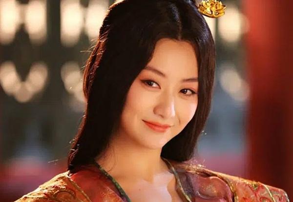 Chuyện về vị Hoàng hậu đẹp tuyệt trần, vốn là báu vật giữa nhân gian nhưng chỉ vì một quẻ bói mà truân chuyên 6 đời chồng-1