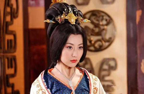 Chuyện về vị Hoàng hậu đẹp tuyệt trần, vốn là báu vật giữa nhân gian nhưng chỉ vì một quẻ bói mà truân chuyên 6 đời chồng-2