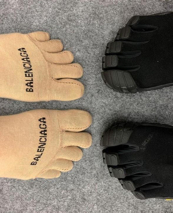 Trình làng đôi boots chóe giá 30 triệu, hãng giày Balenciaga khiến dân mạng cười ngặt nghẽo: Khác gì găng tay rửa bát màu hồng không?-4