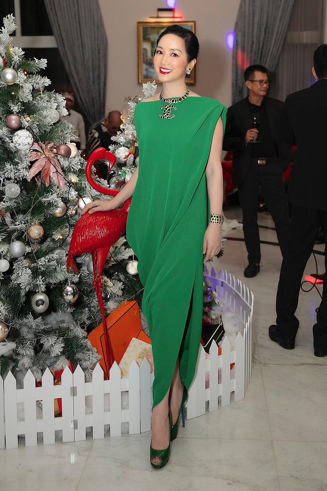 Chiêm ngưỡng biệt thự của Hoa hậu Giáng My: Sang chảnh như cung điện, phòng khách có sức chứa cả trăm người-2