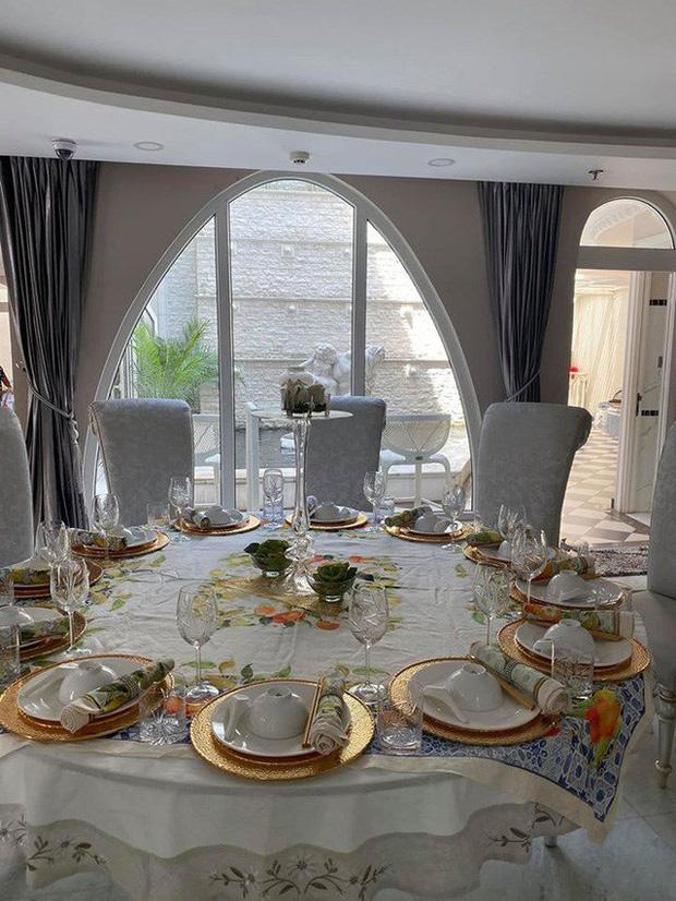 Chiêm ngưỡng biệt thự của Hoa hậu Giáng My: Sang chảnh như cung điện, phòng khách có sức chứa cả trăm người-5
