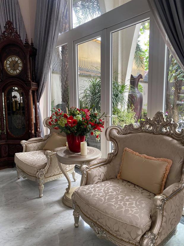 Chiêm ngưỡng biệt thự của Hoa hậu Giáng My: Sang chảnh như cung điện, phòng khách có sức chứa cả trăm người-8