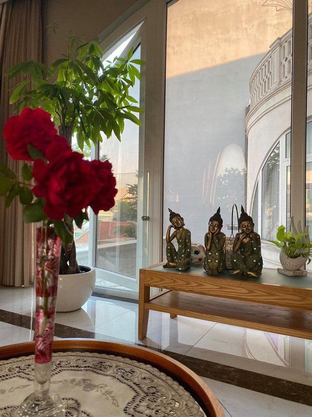Chiêm ngưỡng biệt thự của Hoa hậu Giáng My: Sang chảnh như cung điện, phòng khách có sức chứa cả trăm người-9
