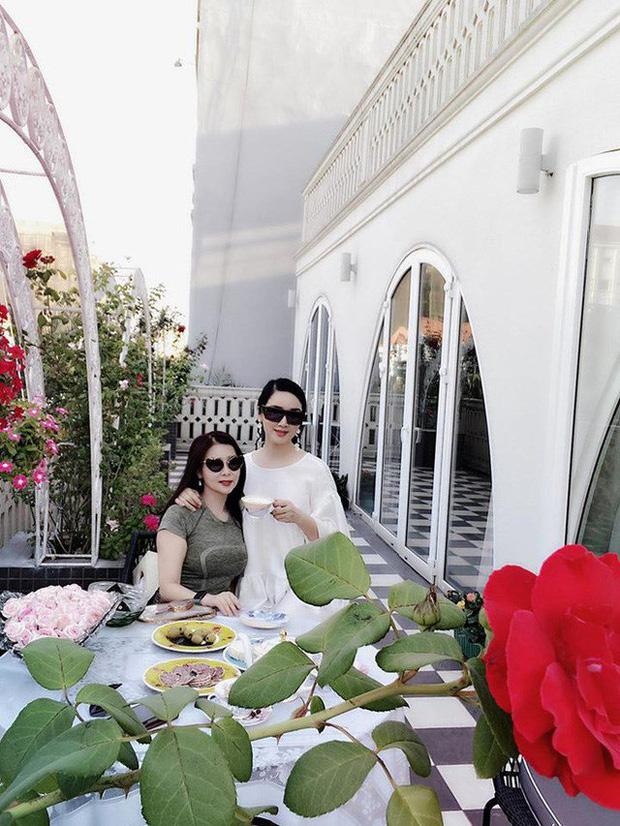 Chiêm ngưỡng biệt thự của Hoa hậu Giáng My: Sang chảnh như cung điện, phòng khách có sức chứa cả trăm người-13