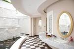 Chiêm ngưỡng biệt thự của Hoa hậu Giáng My: Sang chảnh như cung điện, phòng khách có sức chứa cả trăm người