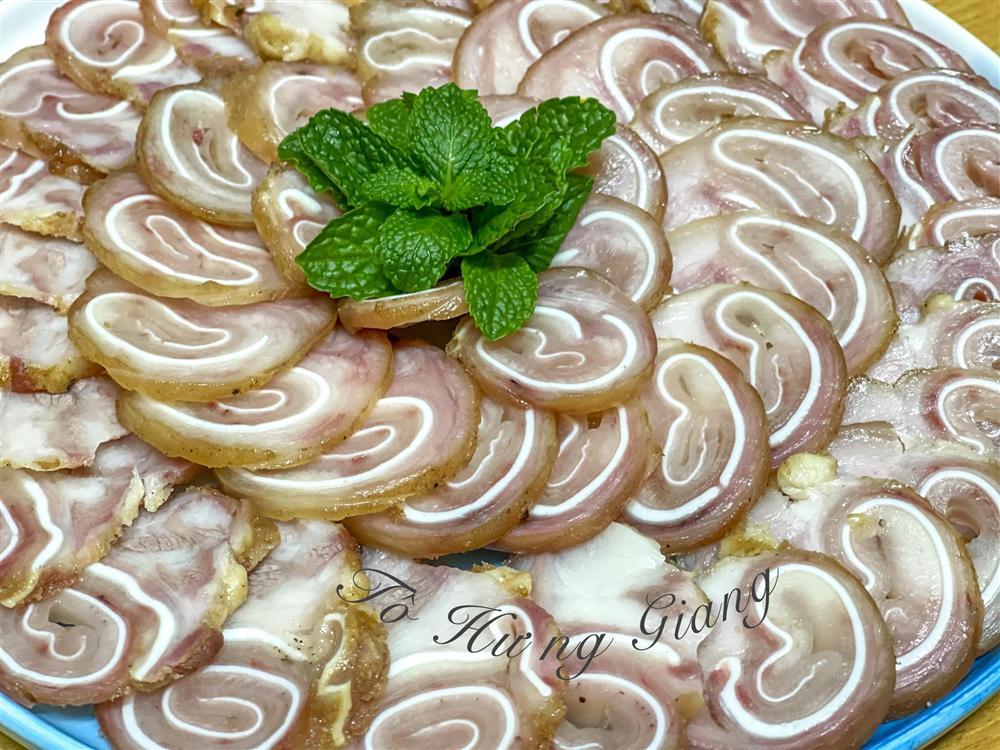 Tai heo cuộn ngũ vị: Món ngon độc đáo dễ làm cho ngày Tết-8