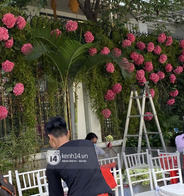 Đám cưới Phan Thành - Primmy Trương: Nhà gái dựng cổng hoa tươi hoành tráng trước biệt thự to đùng vật vã-4