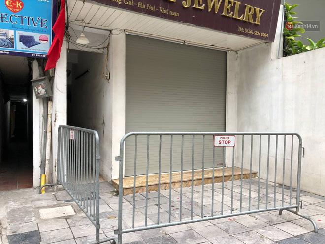 Hà Nội phong toả, chốt chặn một căn nhà ở phố Hàng Gai liên quan ca nghi nhiễm Covid-19-2
