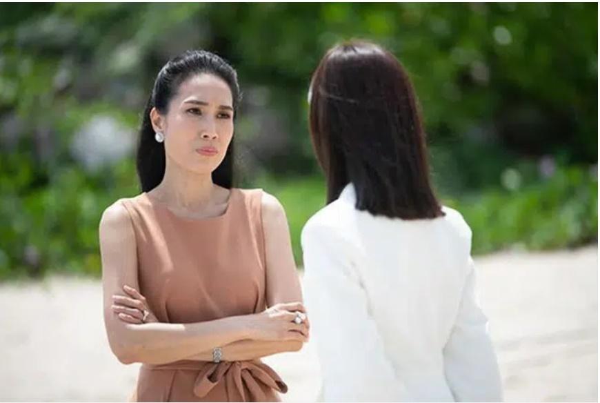 Mẹ chồng ngày nào cũng kể chuyện cổ tích cho cháu nghe nhưng thực chất để mỉa móc con dâu, chị vợ có màn xử lý cực rắn khiến bà tái mặt-1