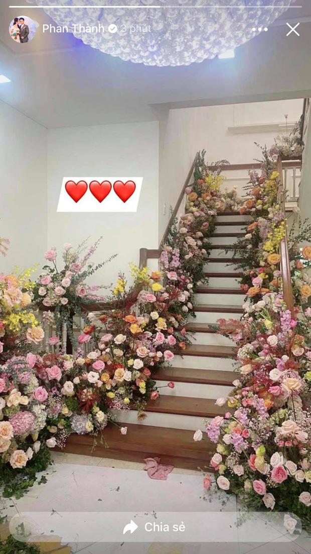 Đám cưới Phan Thành - Primmy Trương: Nhà gái dựng cổng hoa tươi hoành tráng trước biệt thự to đùng vật vã-6