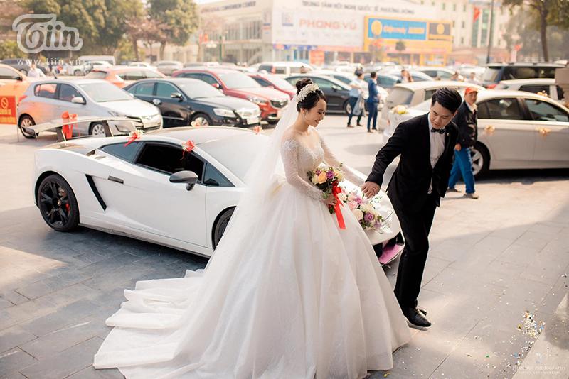 Choáng ngợp với đám cưới của Á khôi Đại học Kinh tế Quốc dân: Chú rể lái siêu xe Lamborghini 19 tỷ rước dâu-1