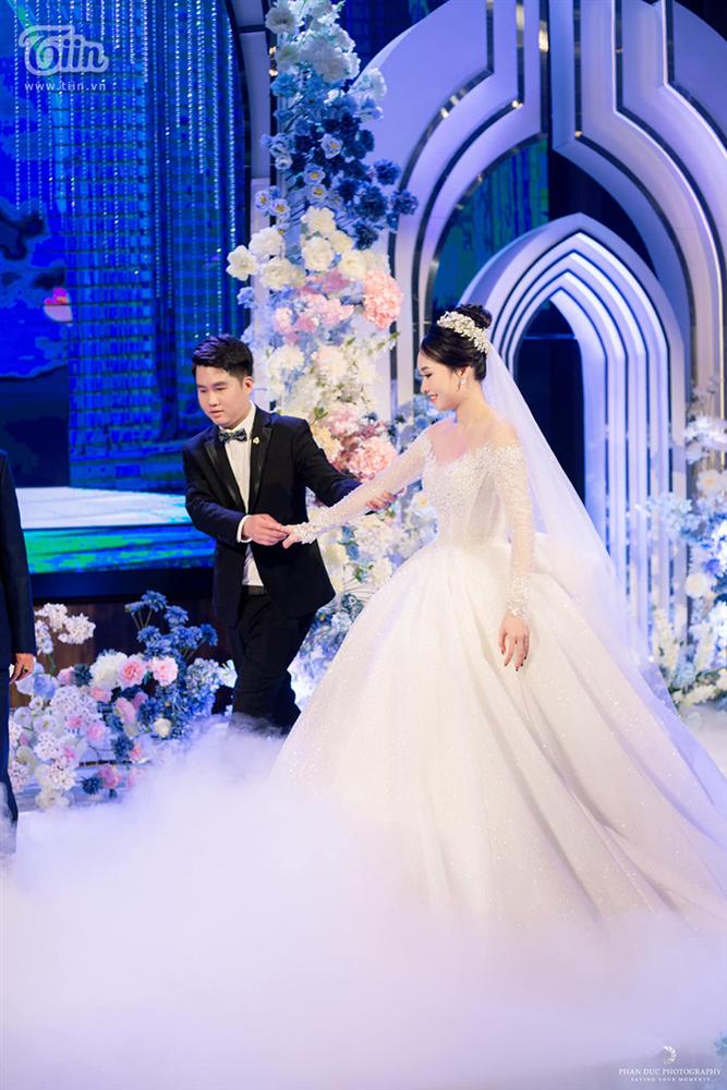 Choáng ngợp với đám cưới của Á khôi Đại học Kinh tế Quốc dân: Chú rể lái siêu xe Lamborghini 19 tỷ rước dâu-14