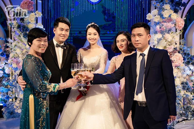 Choáng ngợp với đám cưới của Á khôi Đại học Kinh tế Quốc dân: Chú rể lái siêu xe Lamborghini 19 tỷ rước dâu-17