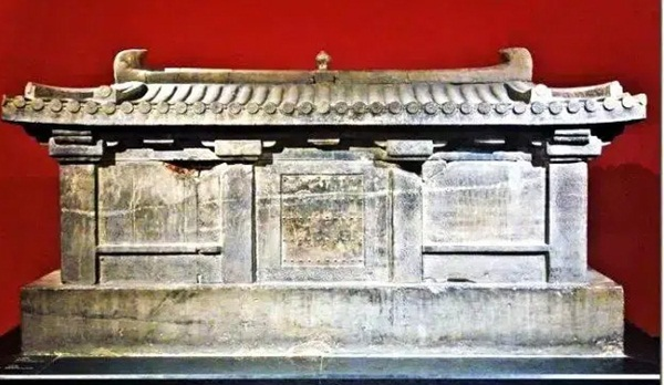 Từ 4 chữ người mở sẽ chết trên quan tài của cháu gái Hoàng hậu đến thi thể nữ mặc long bào, hé lộ loạt bí ẩn về mộ cổ Trung Hoa-2