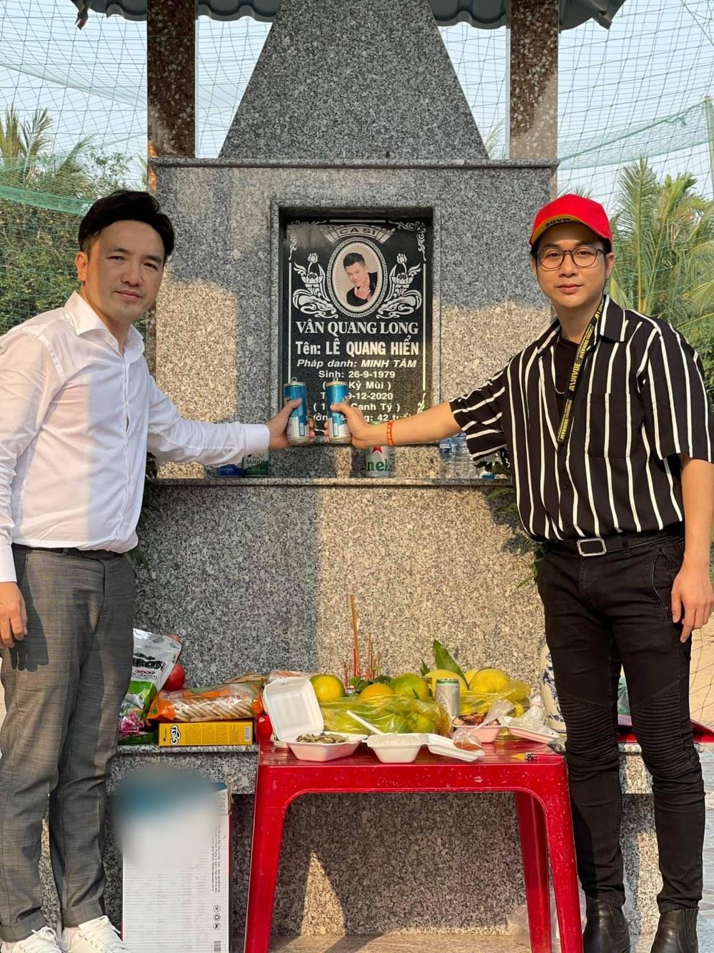 Dương Ngọc Thái về thăm mộ, nhận bé út nhà Vân Quang Long làm con nuôi-1